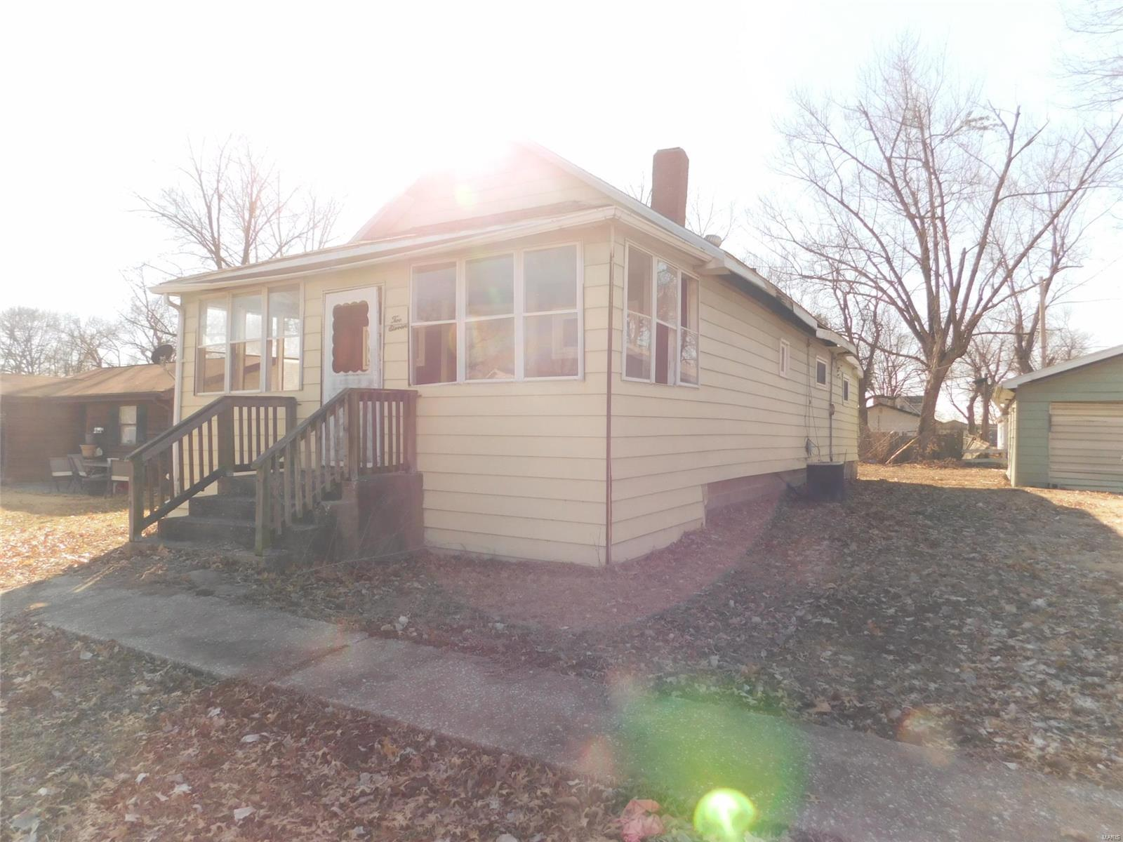 211 Poag Avenue Property Photo - South Roxana, IL real estate listing