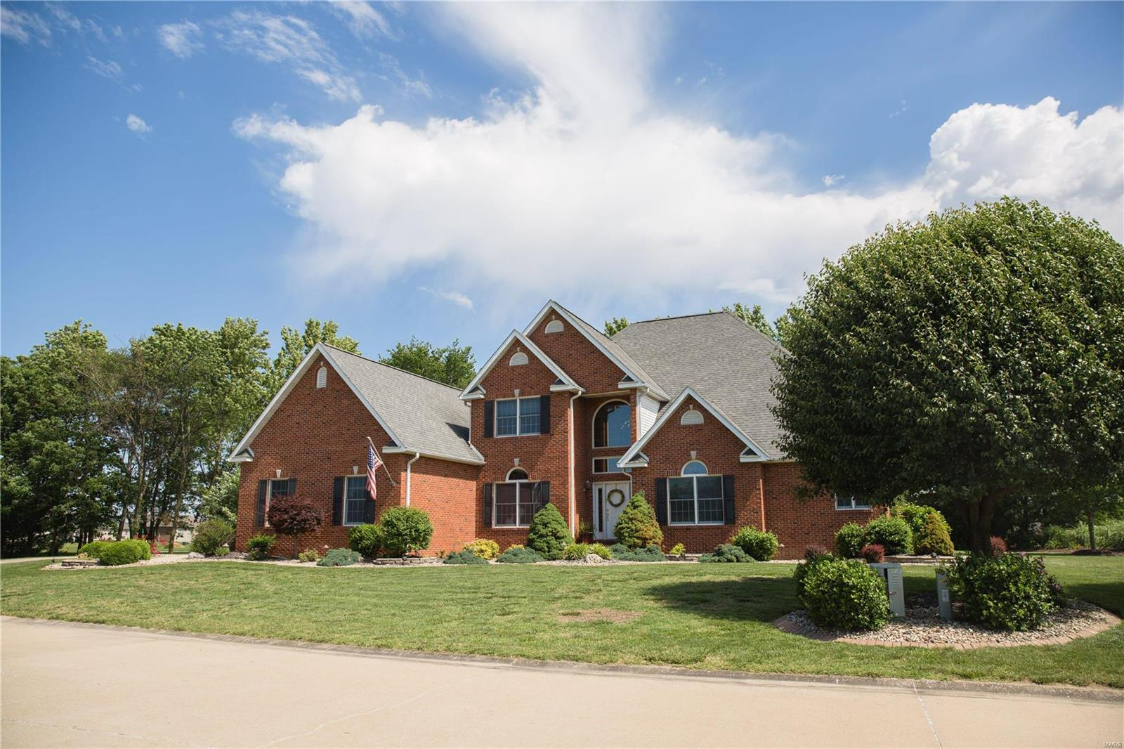 1215 Willow Creek Property Photo - Breese, IL real estate listing