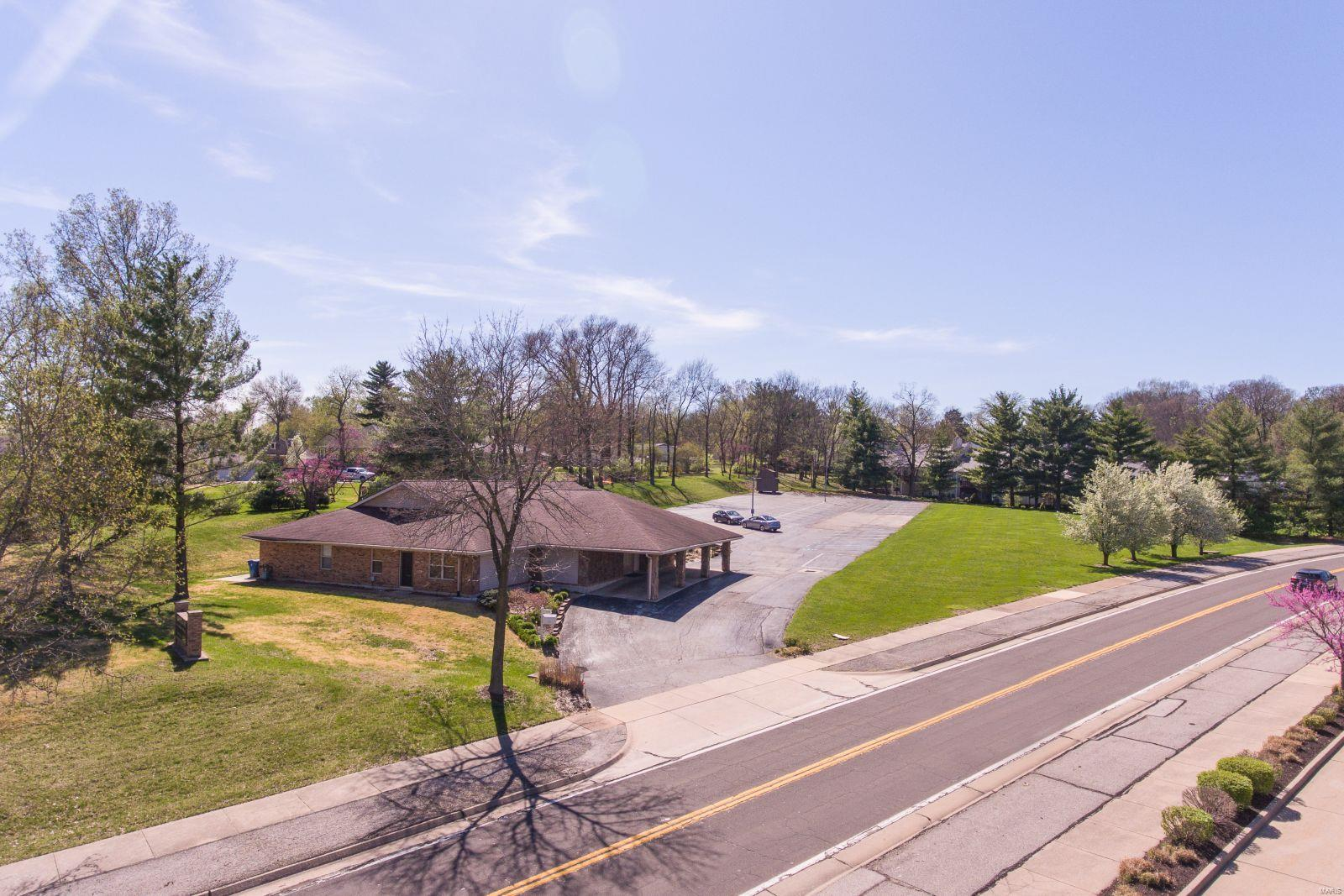 115 Baxter Road Property Photo - Manchester, MO real estate listing