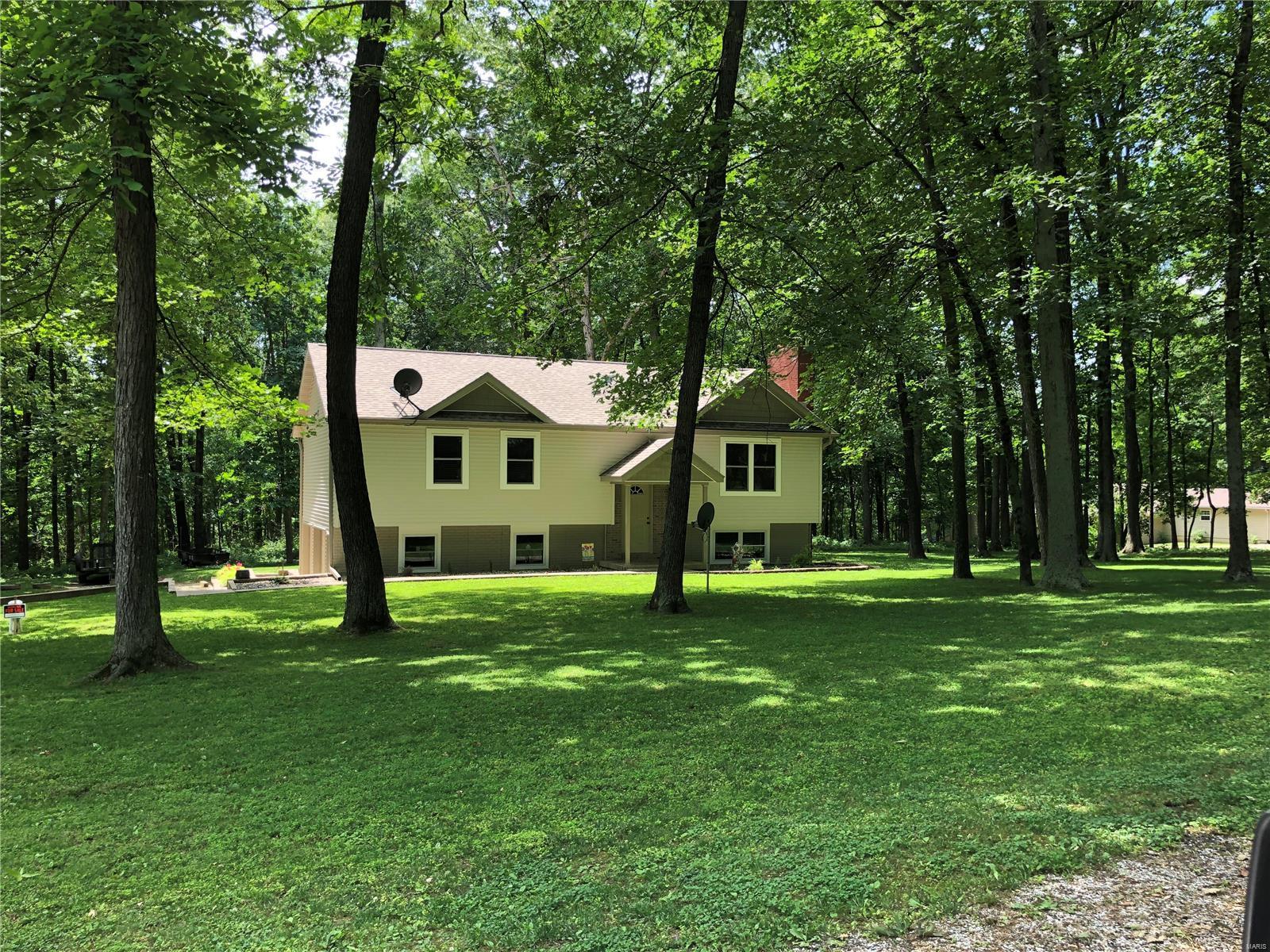 2821 SPRING Drive Property Photo - Vandalia, IL real estate listing