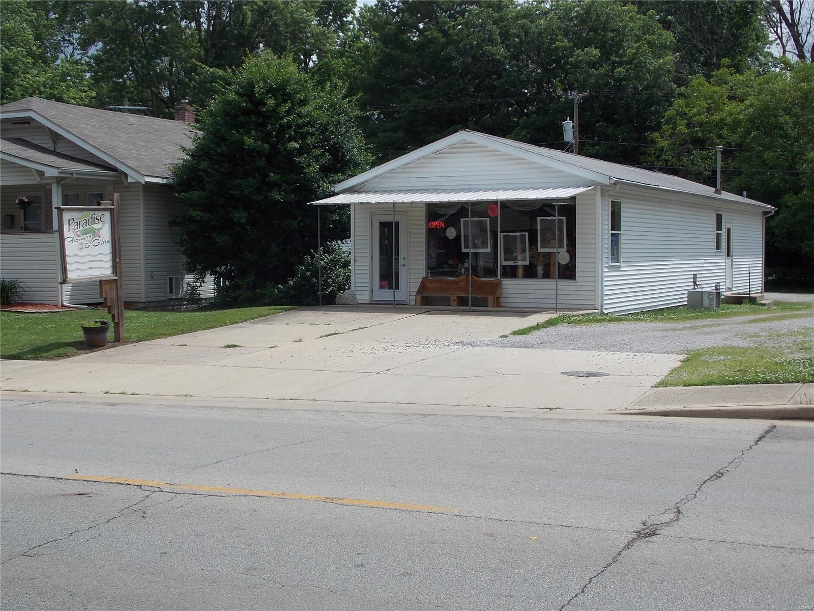 730 N Broadway Avenue Property Photo - Salem, IL real estate listing