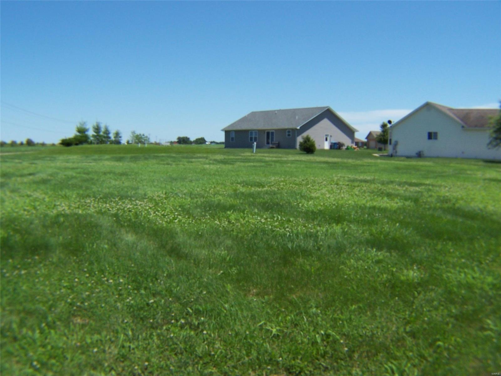 311 East Brook Drive Property Photo - Aviston, IL real estate listing