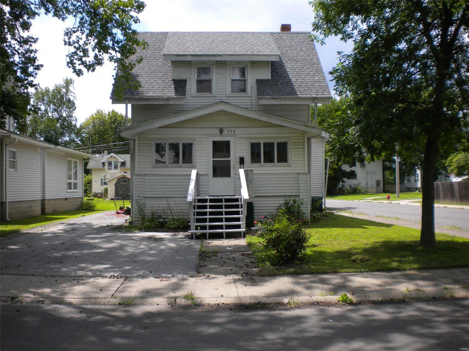 938 N Charles Property Photo - Carlinville, IL real estate listing