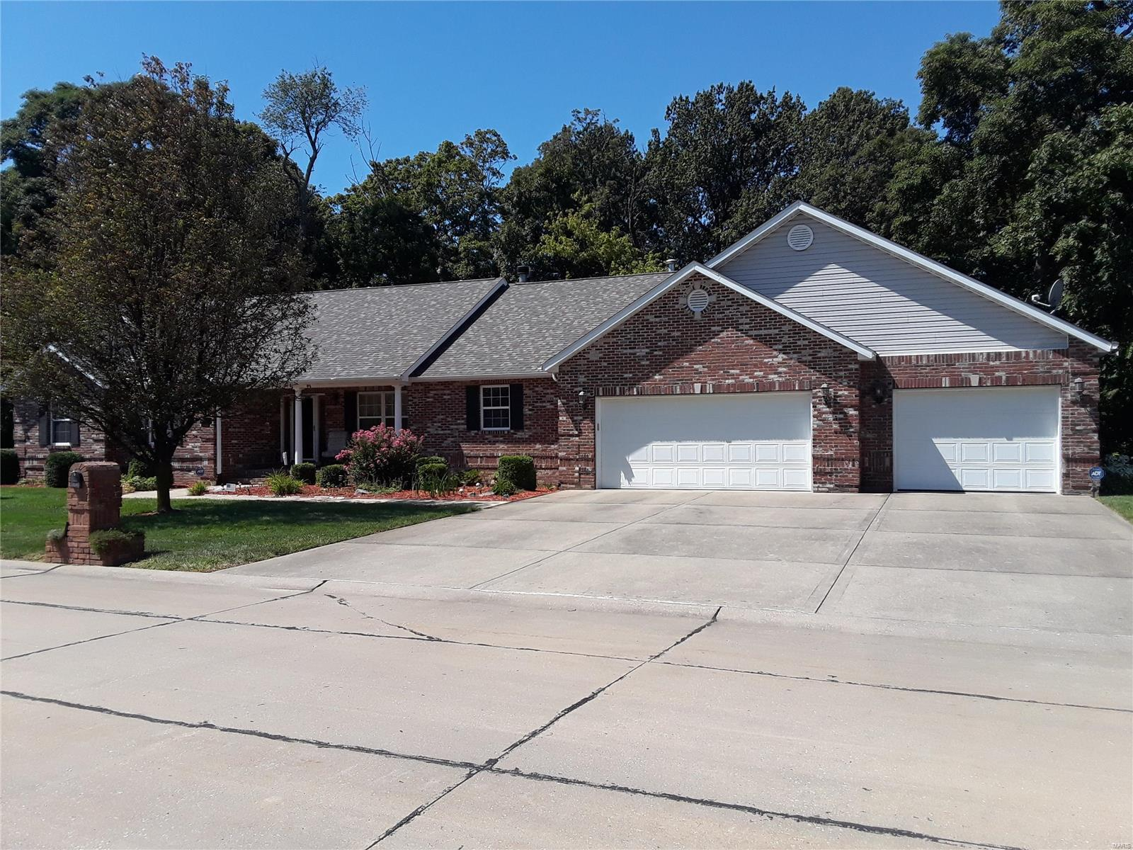 47 Woodford Way Property Photo - Collinsville, IL real estate listing