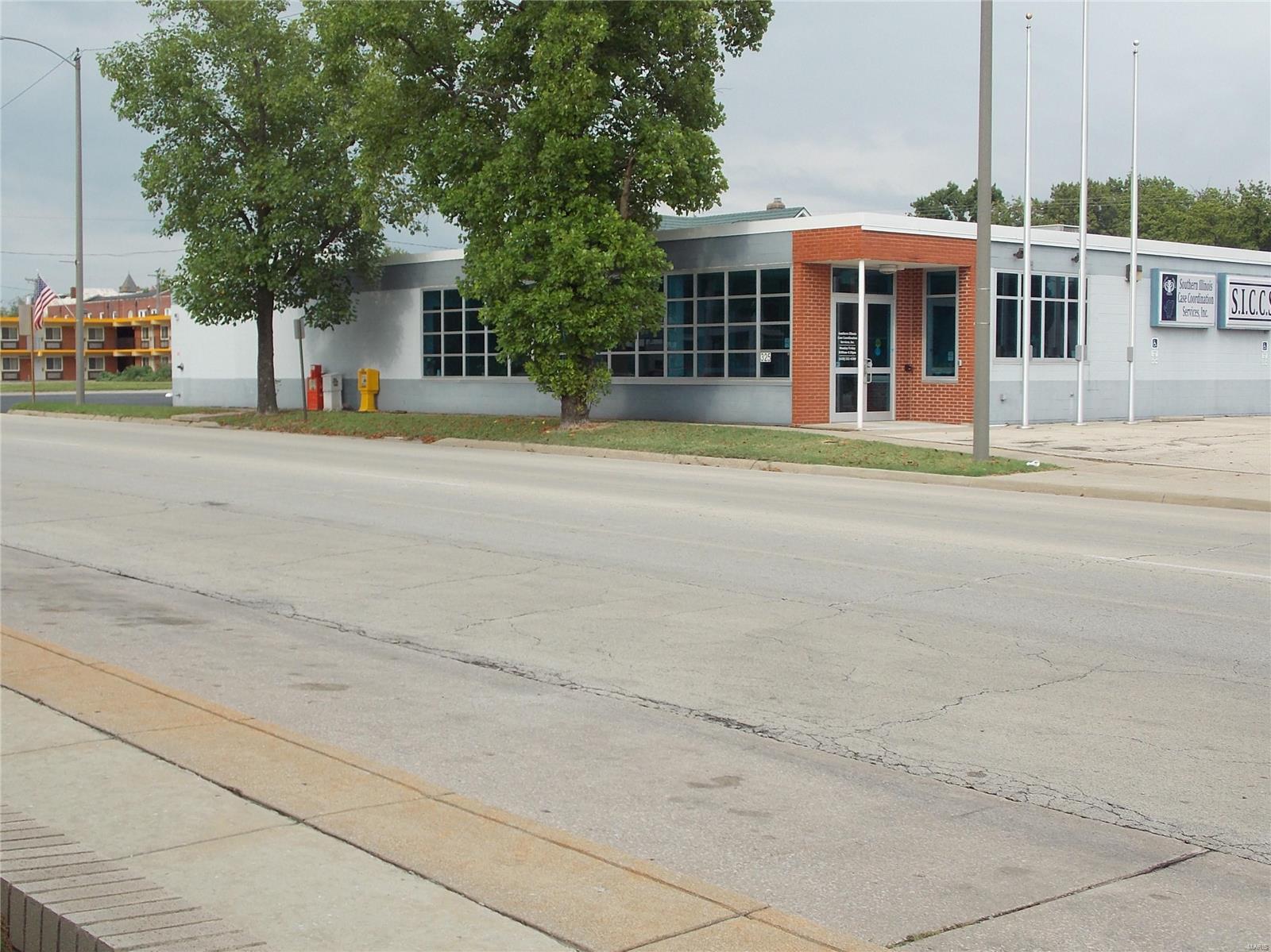325 S Poplar Street Property Photo - Centralia, IL real estate listing