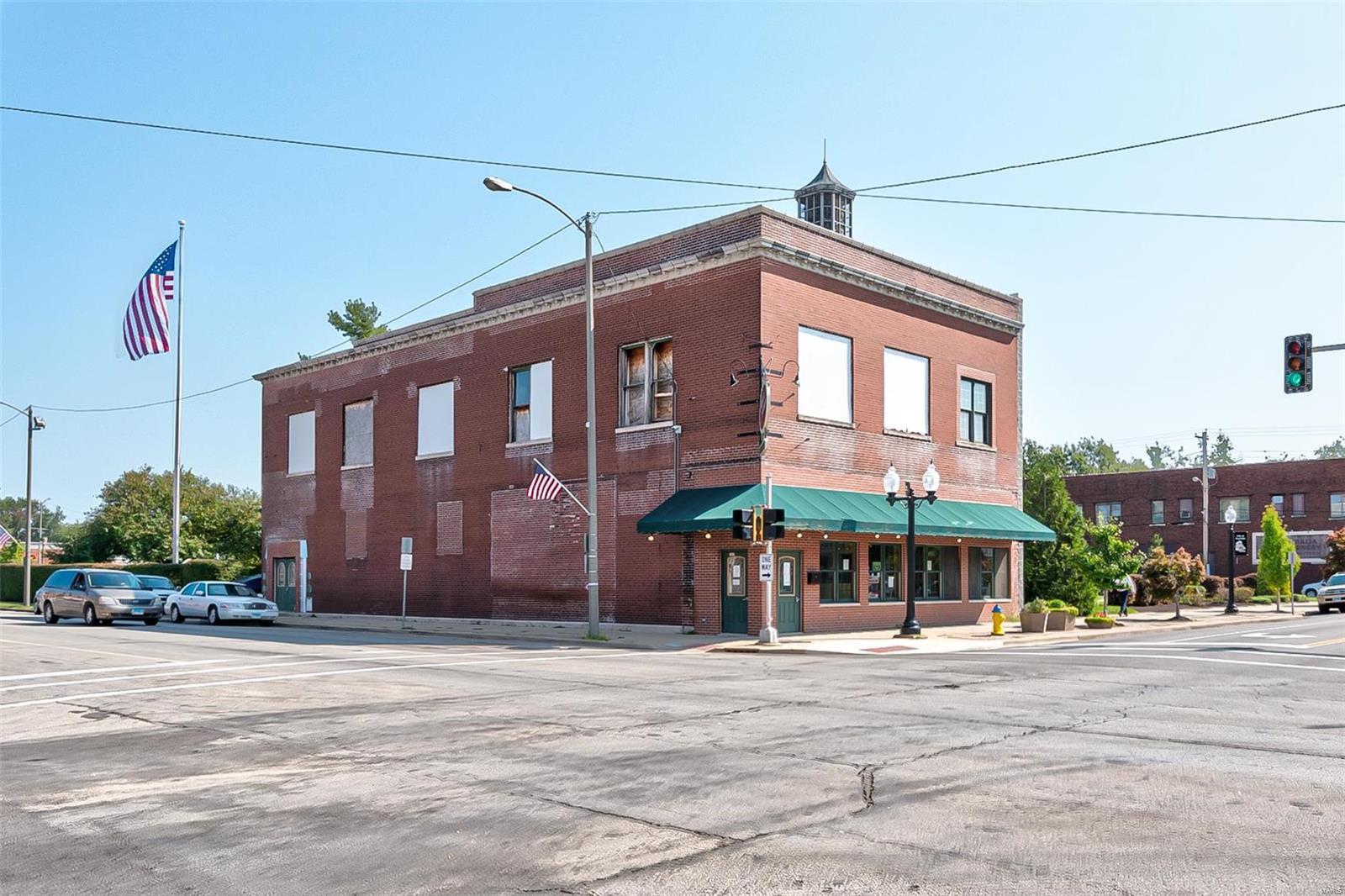 300 E Broadway Property Photo - Centralia, IL real estate listing
