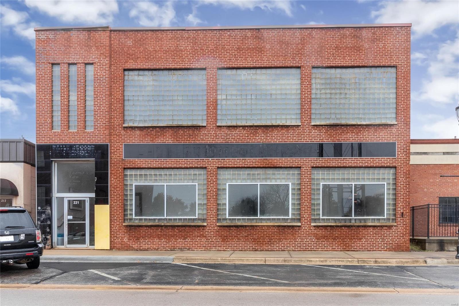 221 E Commercial Street Property Photo