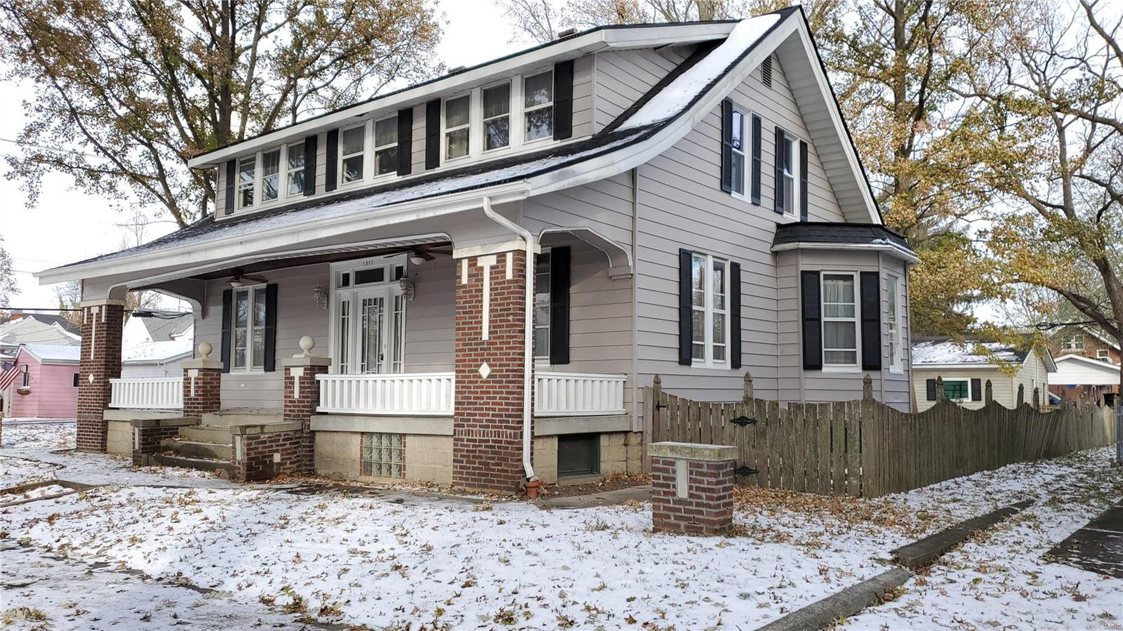 1317 Pine Street Property Photo - Highland, IL real estate listing
