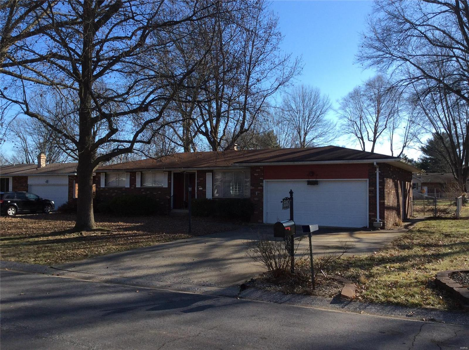 111 Springdale Place Property Photo - Wood River, IL real estate listing