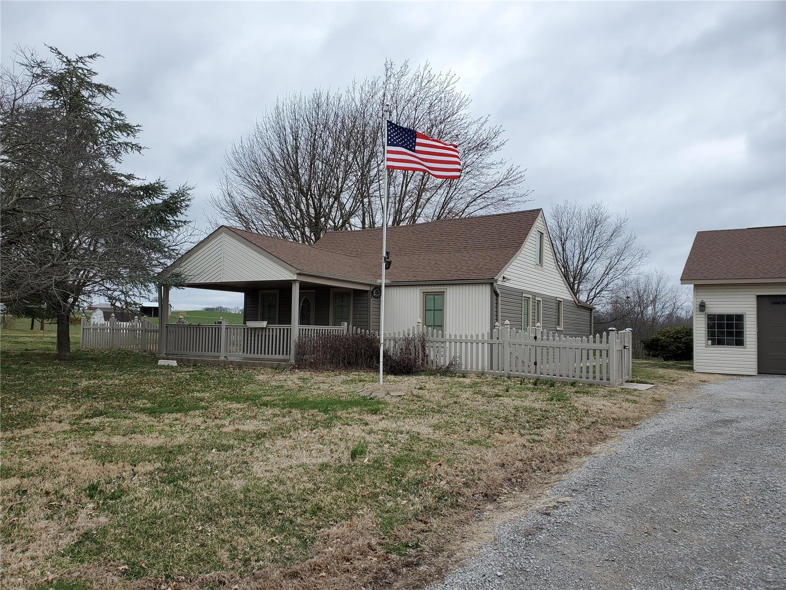 2317 Old Plank Road Property Photo - Chester, IL real estate listing