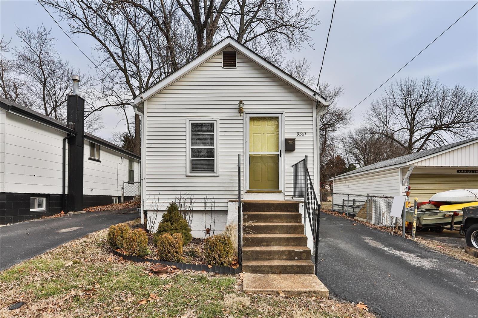 9351 North Avenue Property Photo