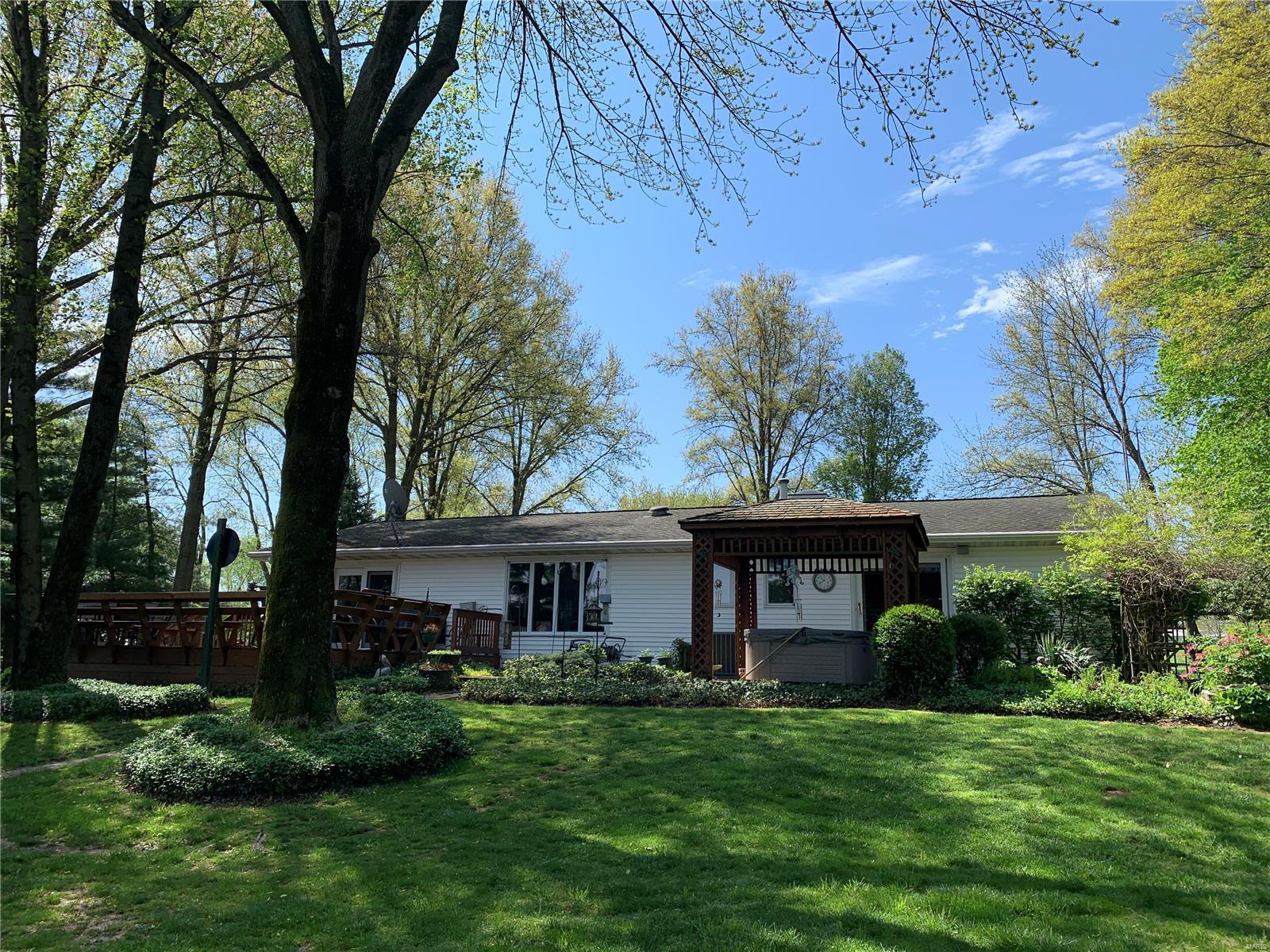1447 Il Route 140 Property Photo - Greenville, IL real estate listing