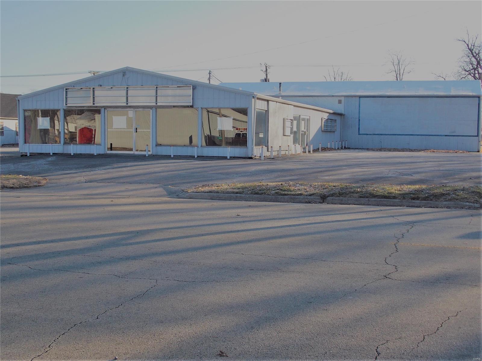 433 S Locust Street Property Photo - Centralia, IL real estate listing
