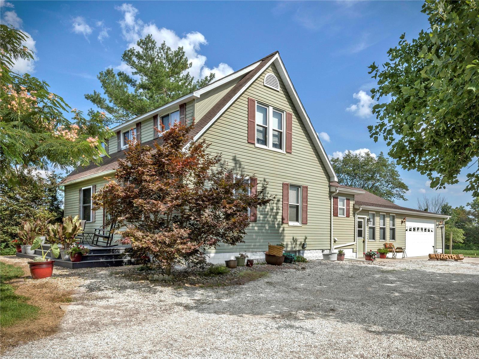 636 Sorento Avenue Property Photo - Sorento, IL real estate listing