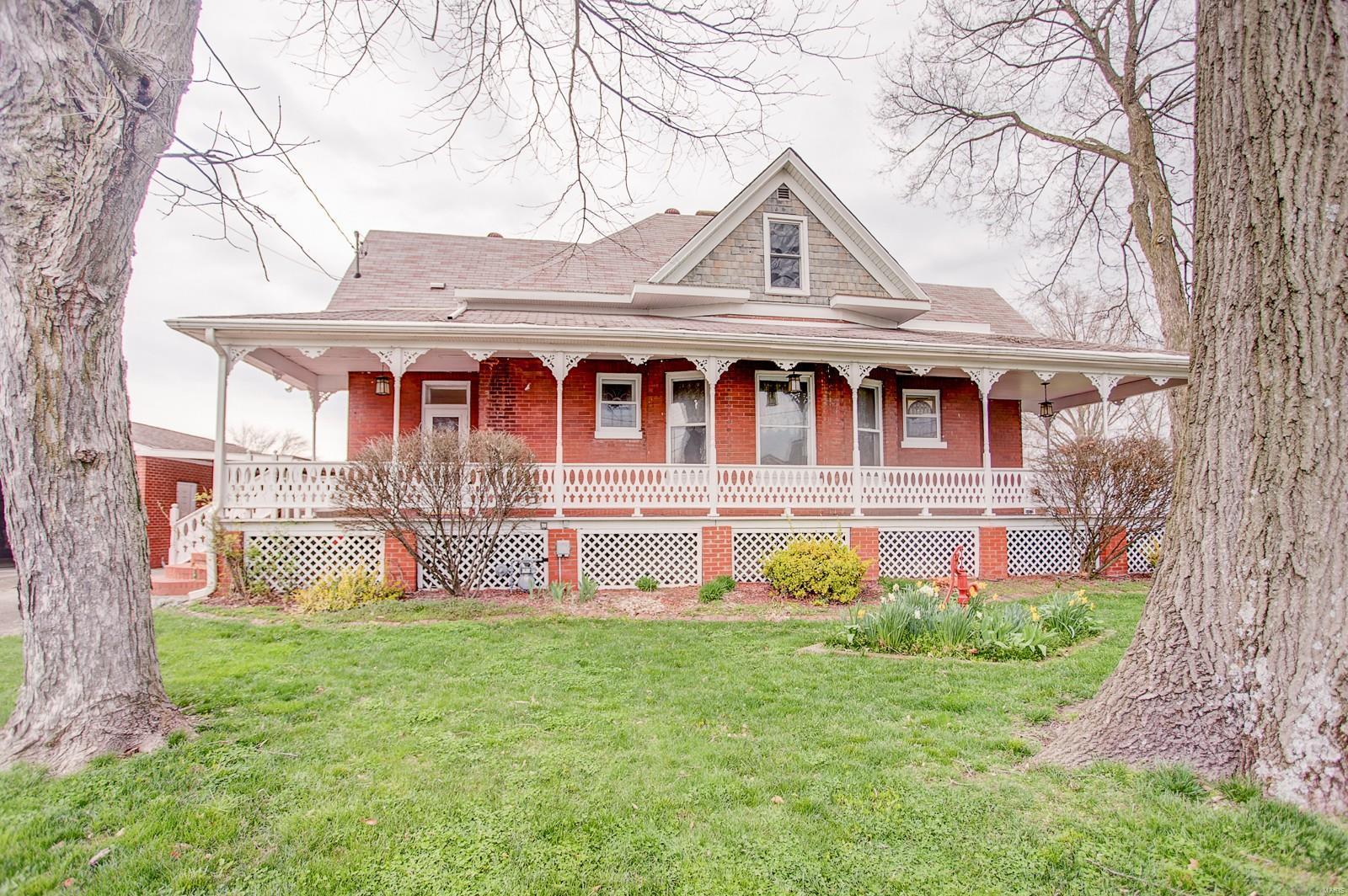 227 S Hibbard Street Property Photo - Staunton, IL real estate listing