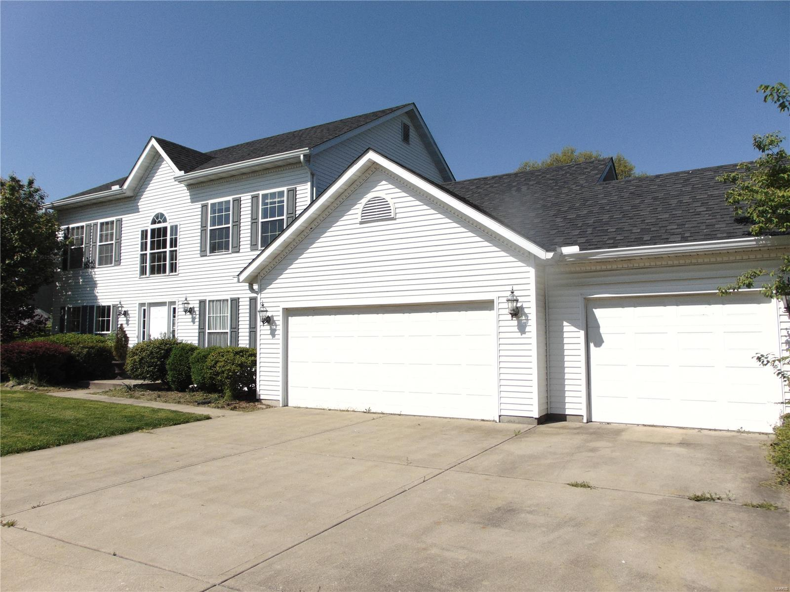 117 S Lindenwood Drive Property Photo - Collinsville, IL real estate listing