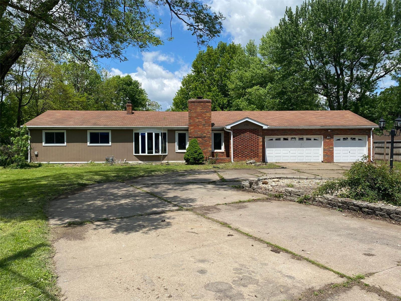 198 S Clearview Property Photo - East Alton, IL real estate listing