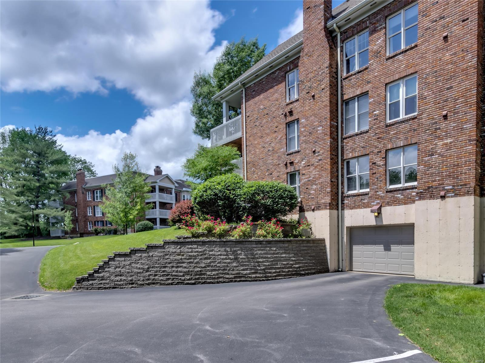 208 Ambridge Court #302 Property Photo - Chesterfield, MO real estate listing
