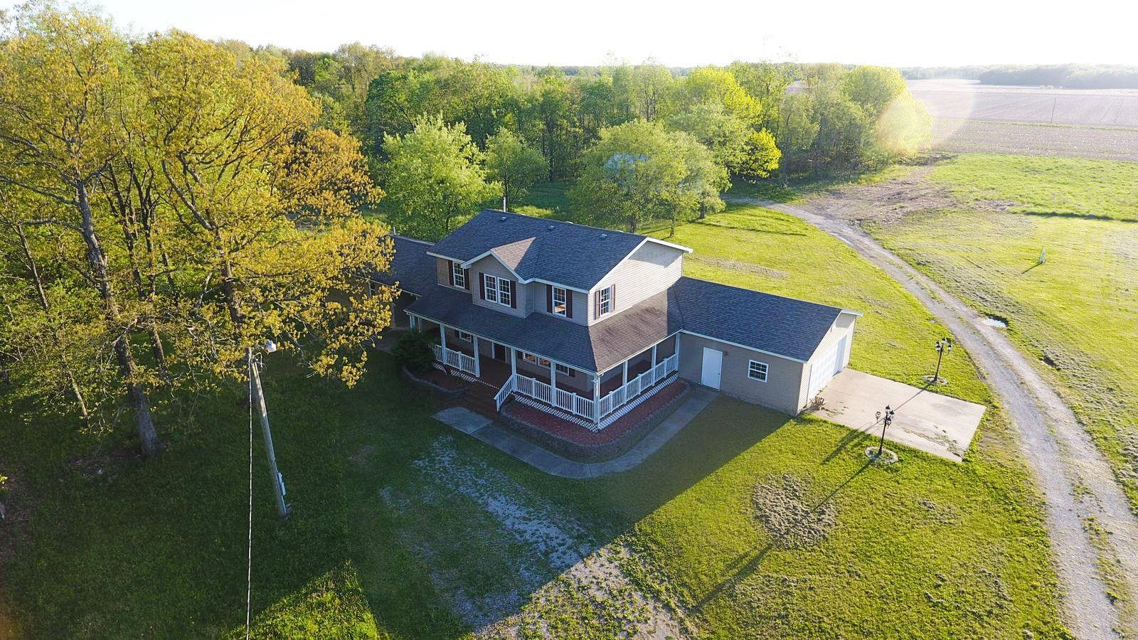 2468 S Trail Property Photo - Walshville, IL real estate listing