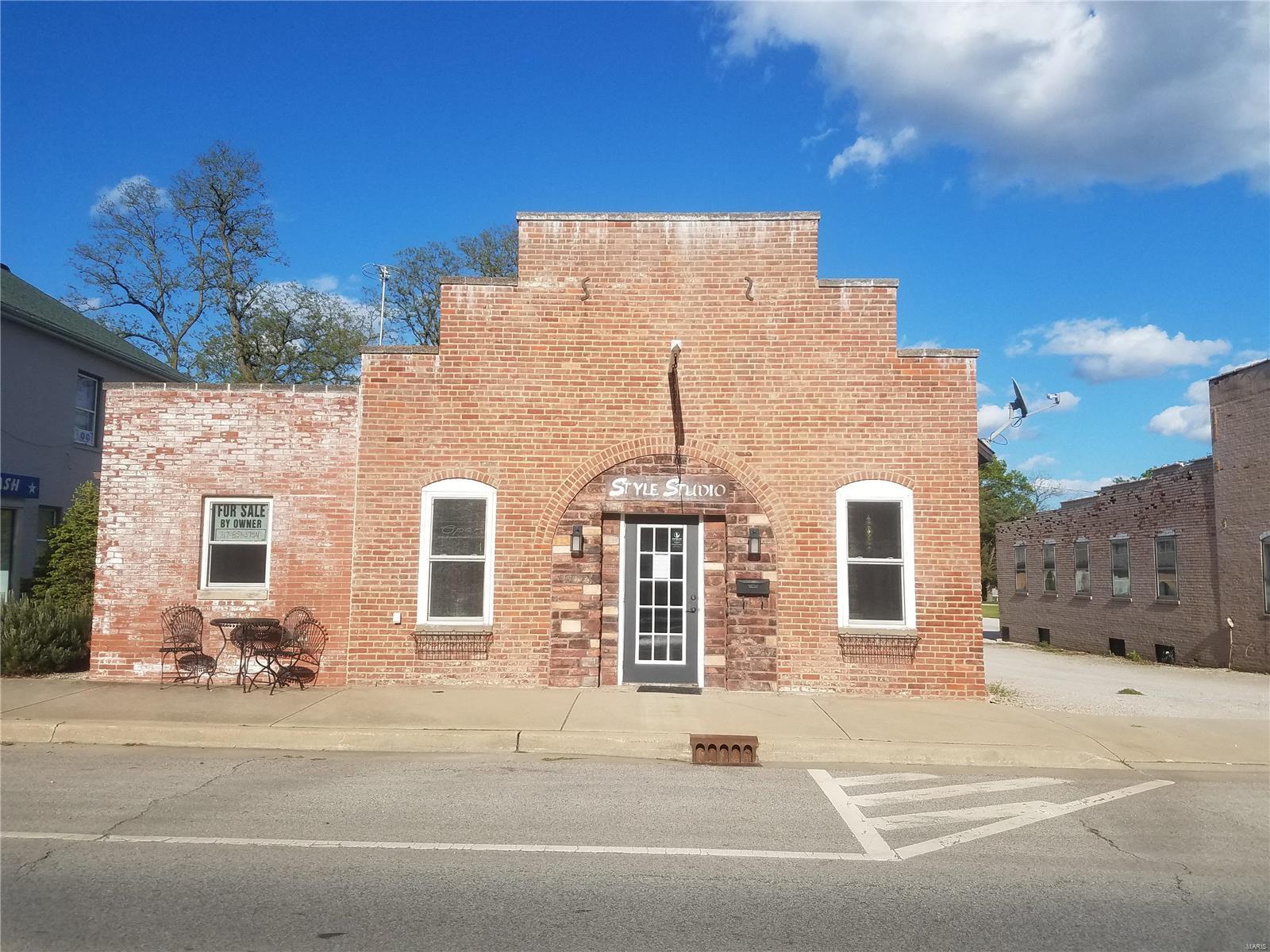 709 S Main Street Property Photo - Hillsboro, IL real estate listing