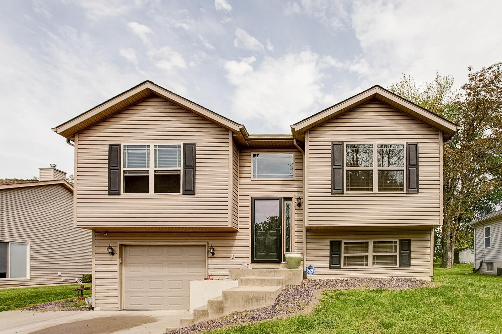 2214 Williams Property Photo - Maryville, IL real estate listing