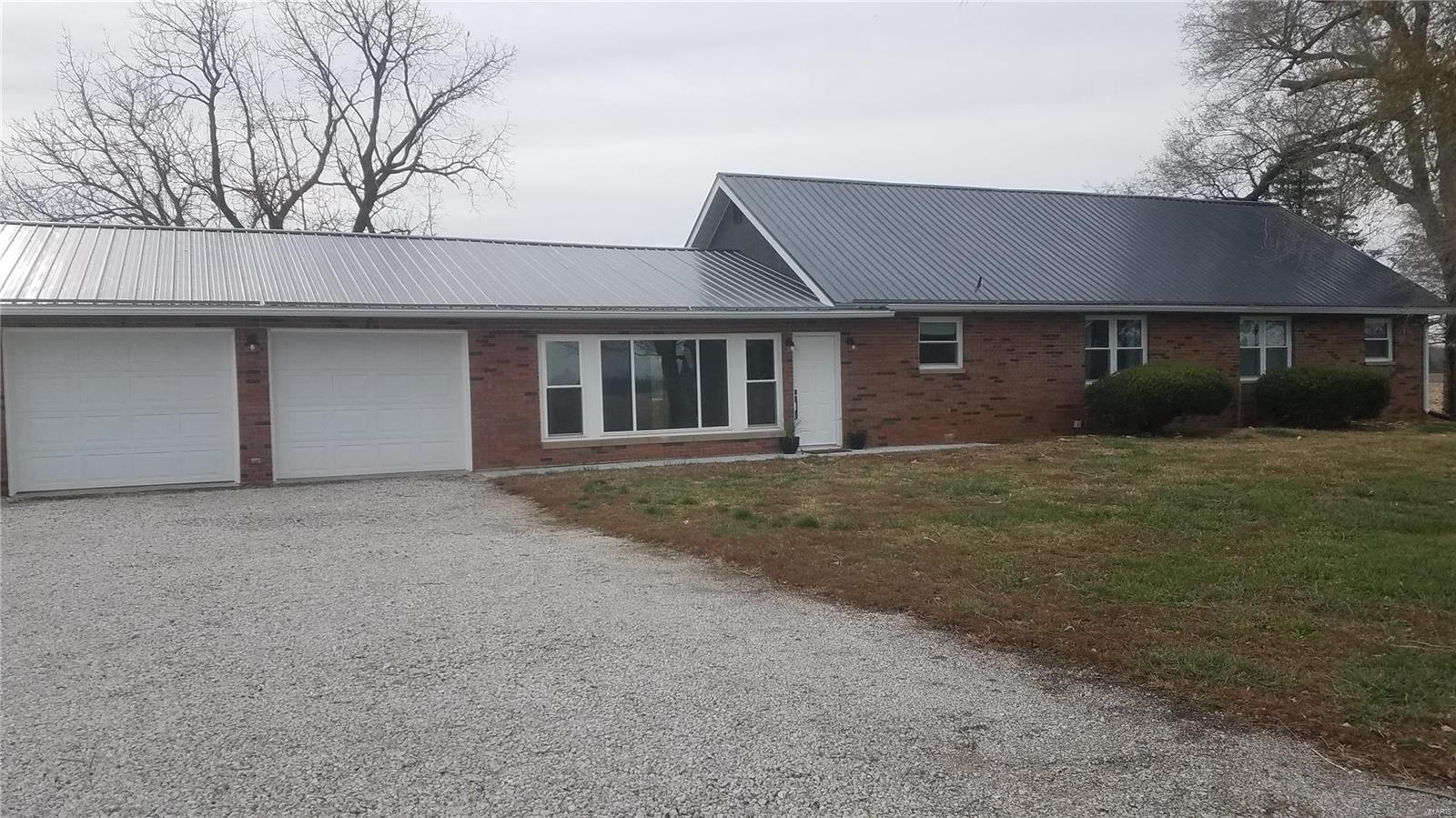 10340 N 6th Avenue Property Photo - Hillsboro, IL real estate listing