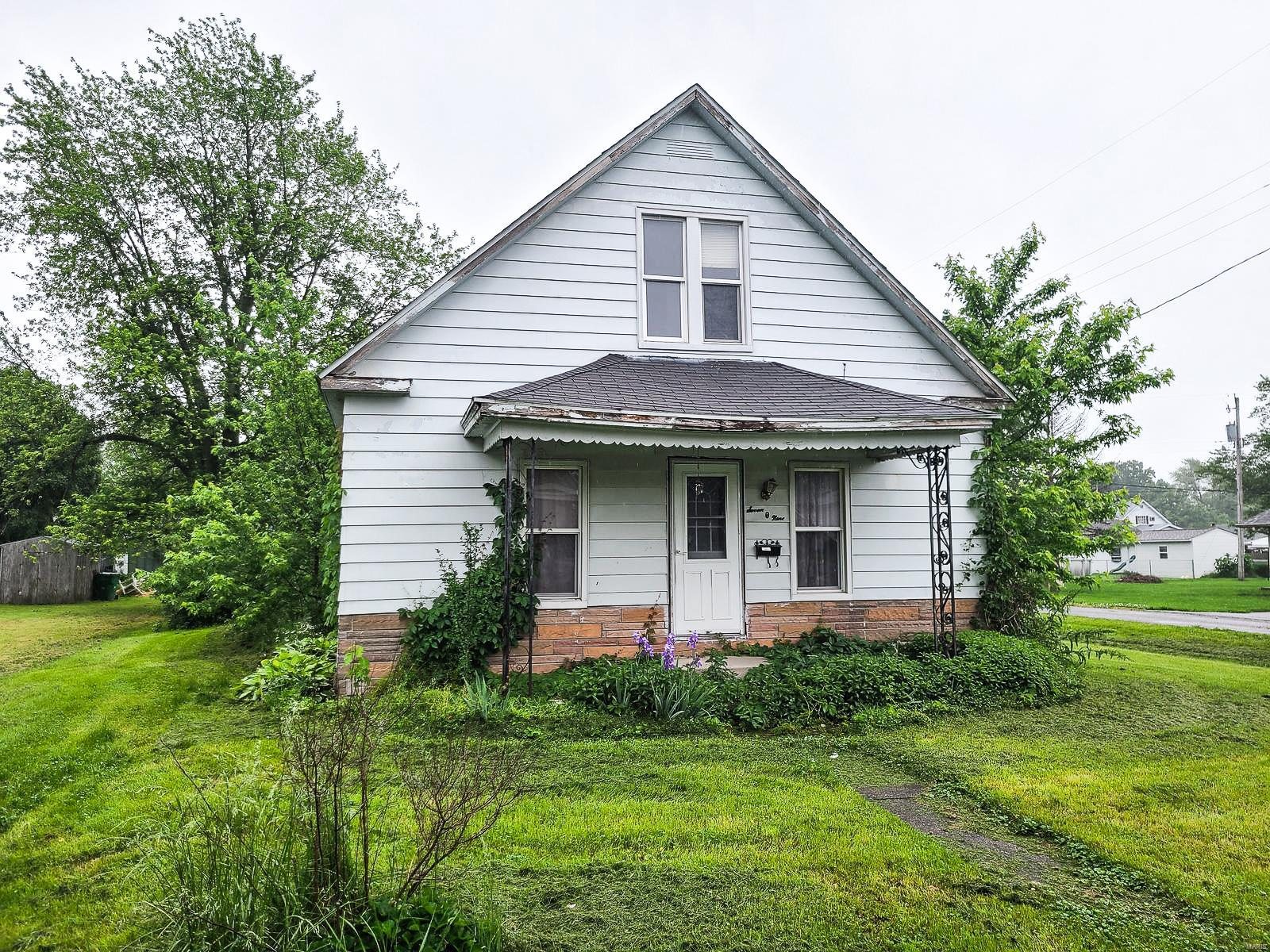 709 N Abba Street Property Photo - Gillespie, IL real estate listing