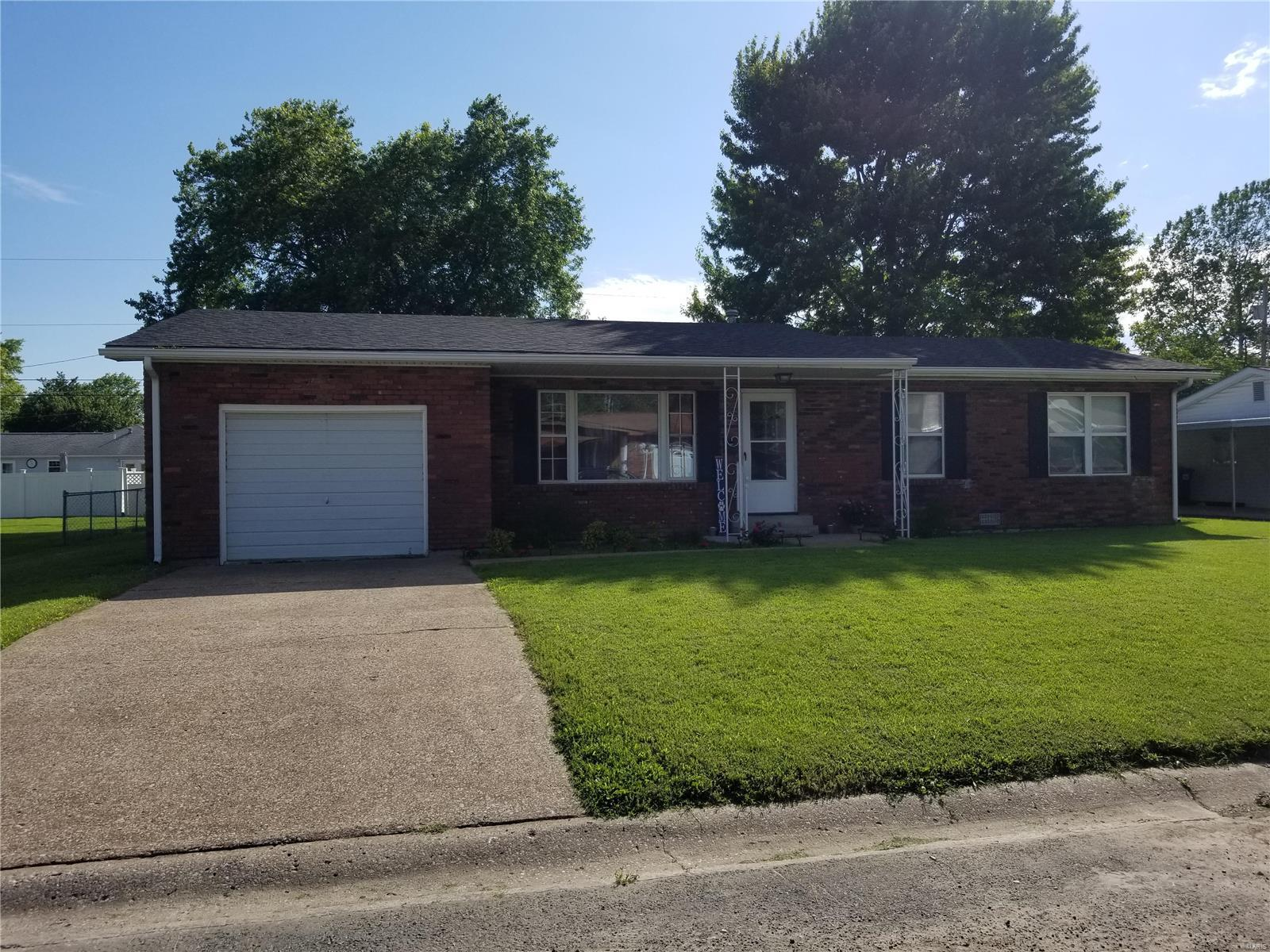 609 Florence Avenue Property Photo - Dupo, IL real estate listing