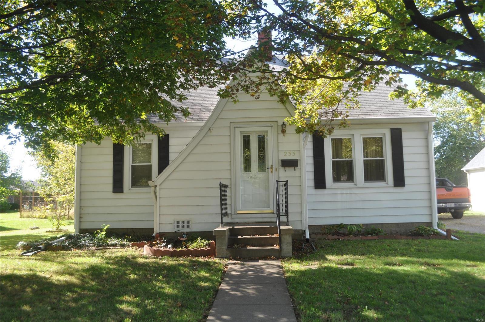 233 S Bryan Property Photo - Nashville, IL real estate listing