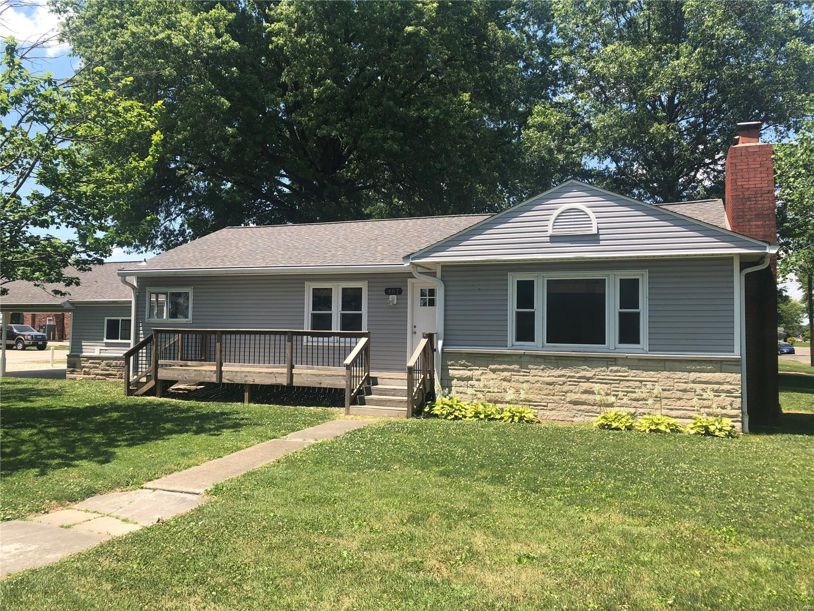 487 N Cherry Street Property Photo - Breese, IL real estate listing