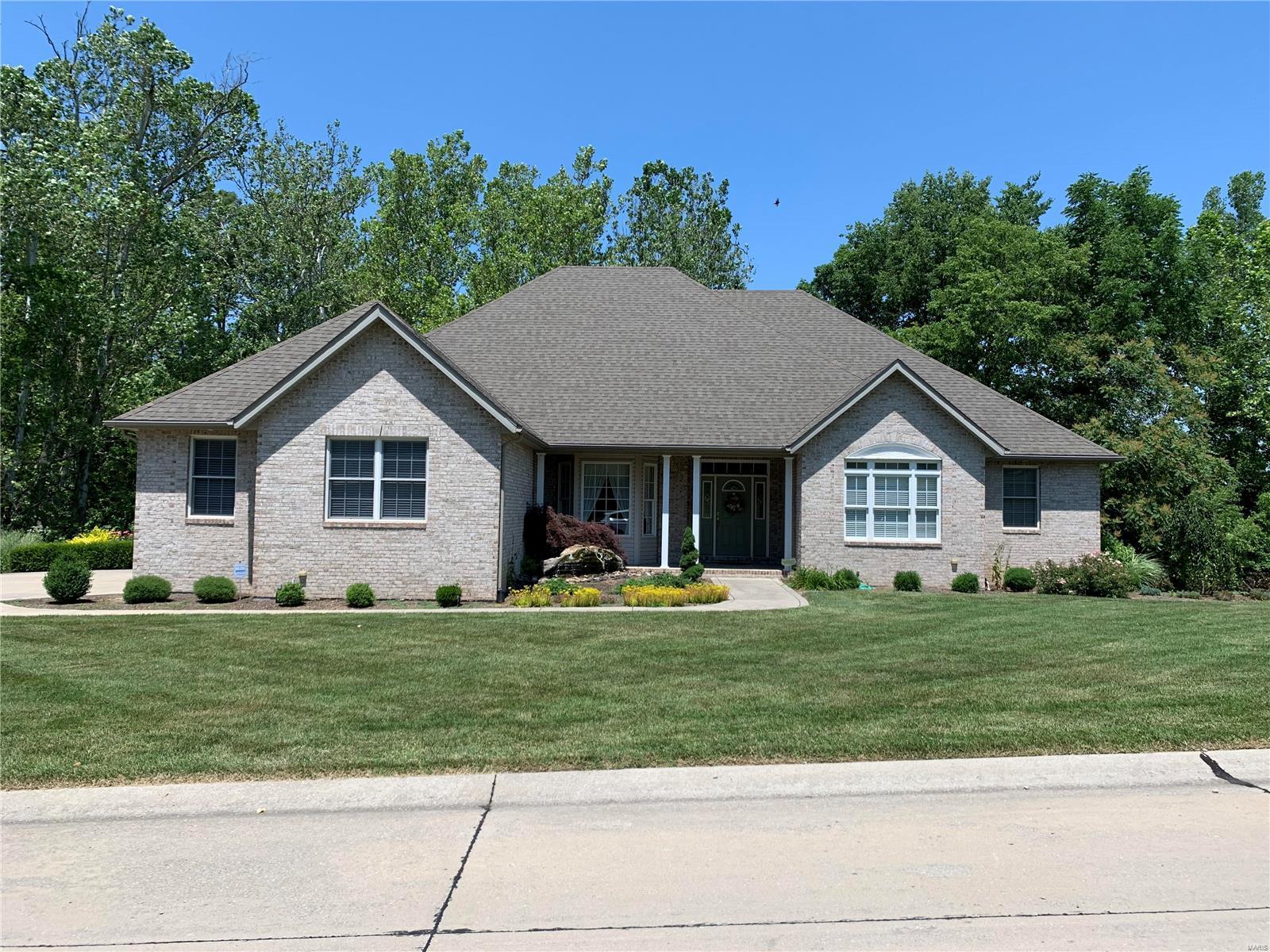 1713 Golf Course Drive Property Photo - Belleville, IL real estate listing