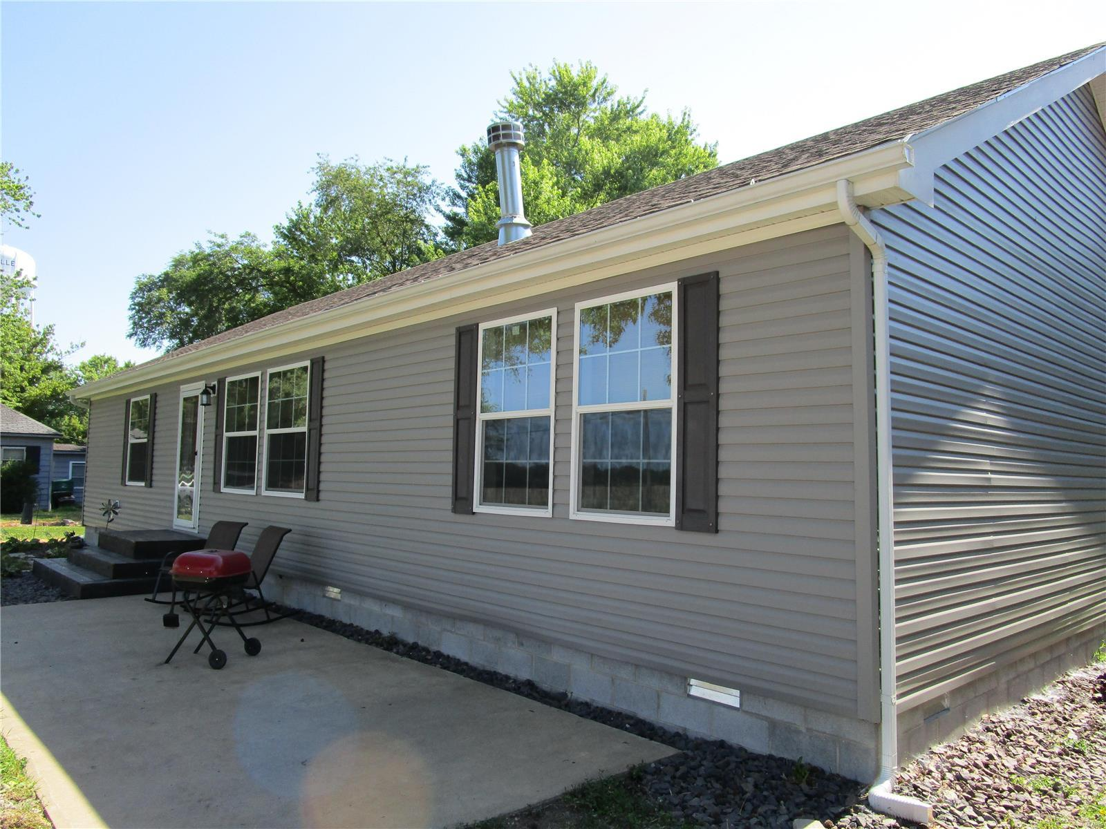 303 N 11th St Property Photo - Coulterville, IL real estate listing