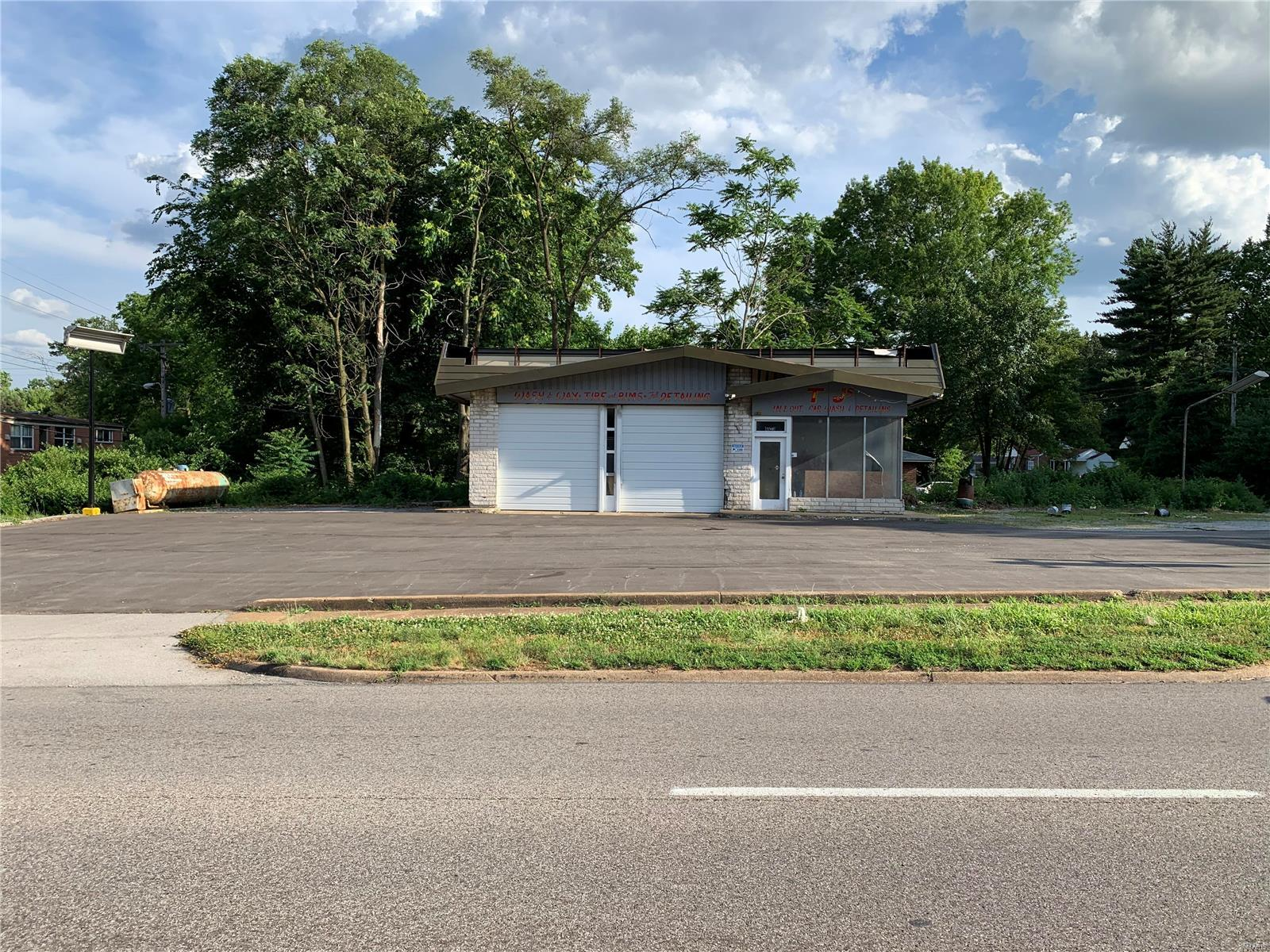 1740 Chambers Road Property Photo - St Louis, MO real estate listing