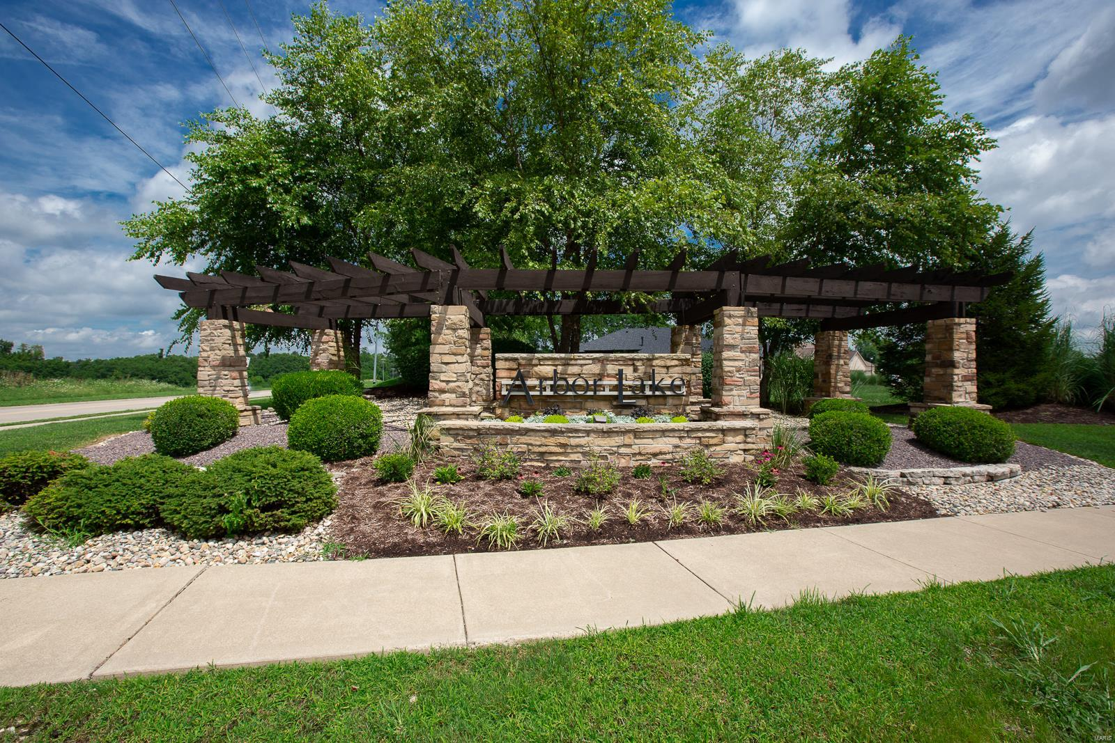 3721 N Arbor Lake Property Photo - Edwardsville, IL real estate listing