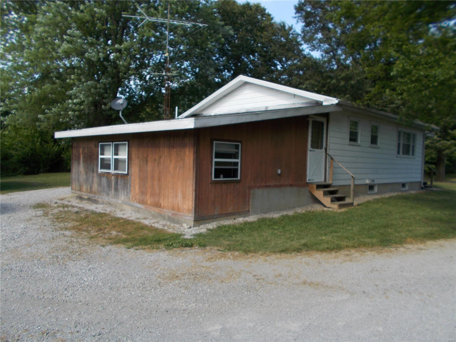 11045 State Route 153 Property Photo - Coulterville, IL real estate listing
