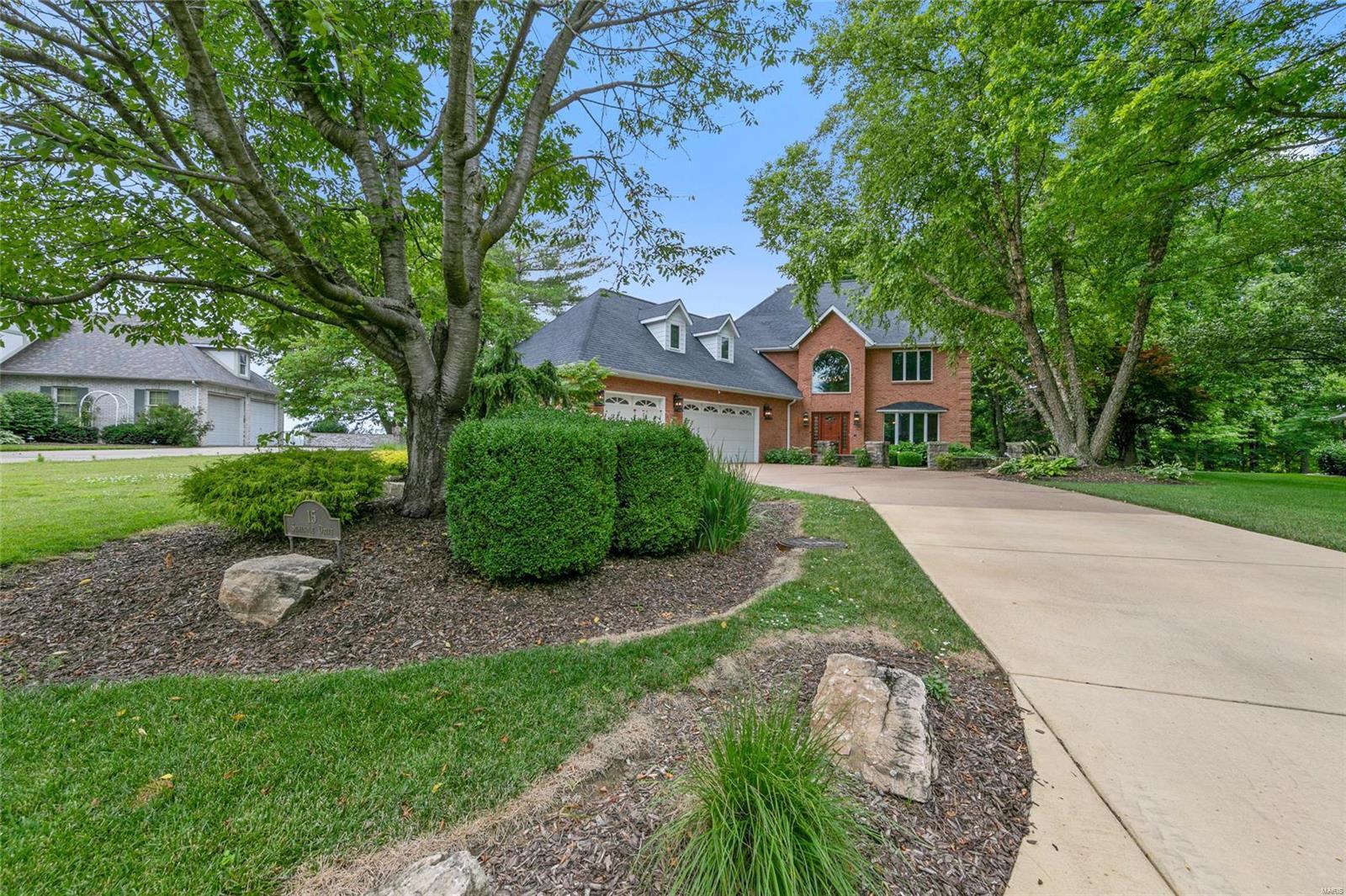 15 Seminole Drive Property Photo - Columbia, IL real estate listing