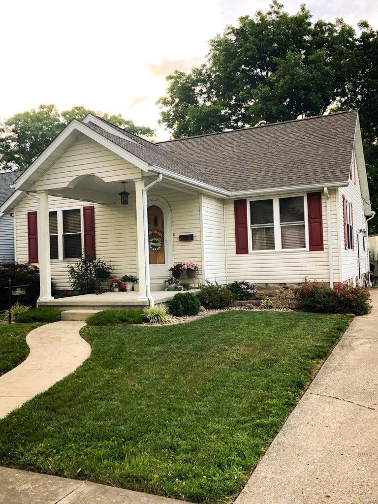 437 W Elm Property Photo - Nashville, IL real estate listing
