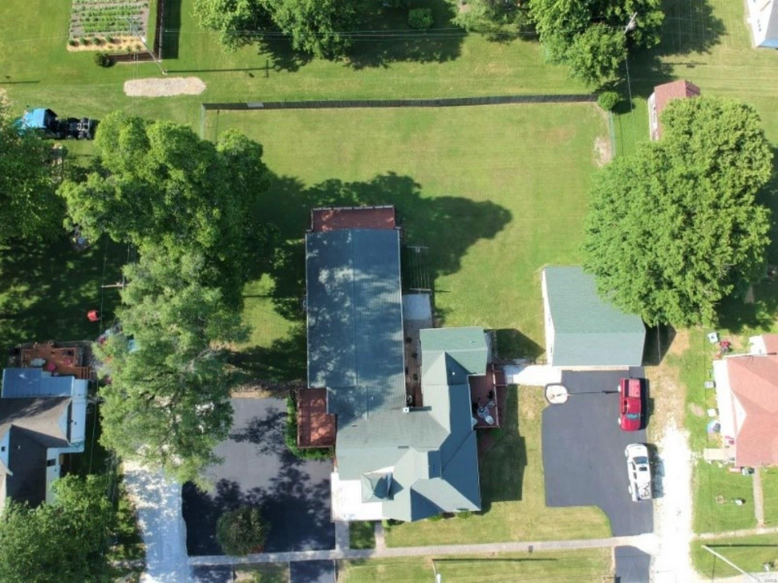 248 Tucker Property Photo - Pittsfield, IL real estate listing
