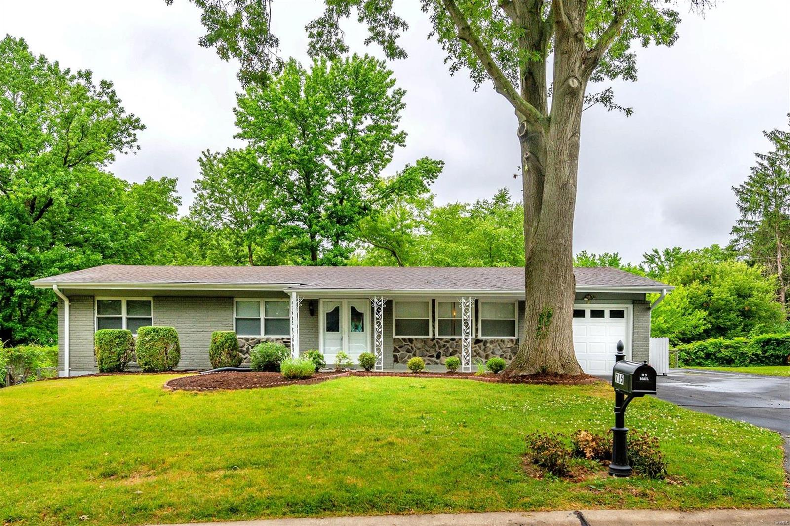 715 Bergerac Drive Property Photo - St Louis, MO real estate listing