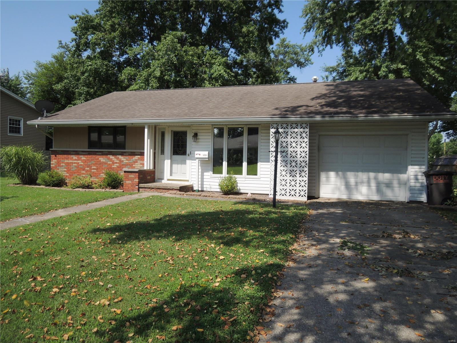505 Maple Street Property Photo - Greenville, IL real estate listing