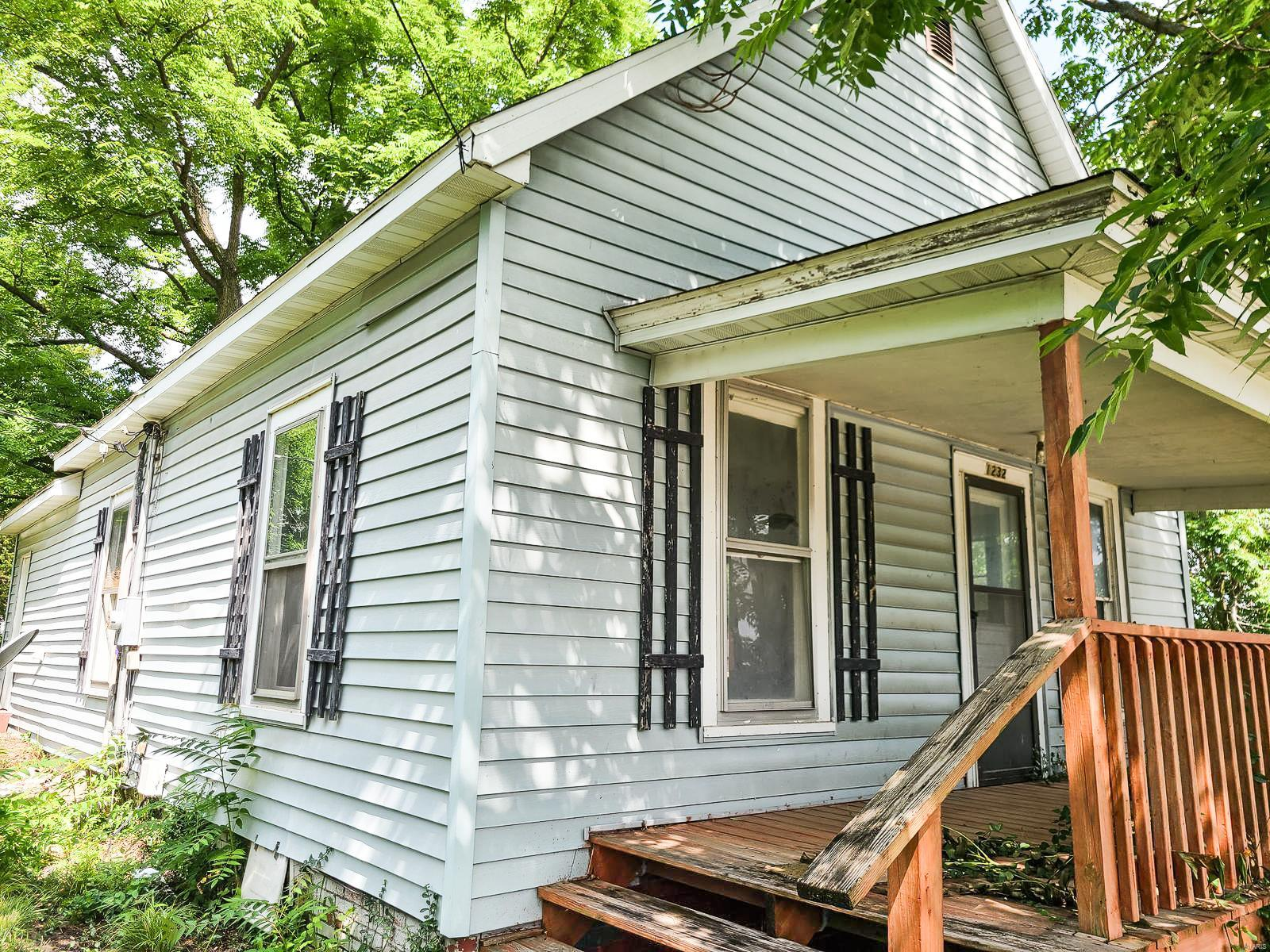1232 Vandalia Road Property Photo - Hillsboro, IL real estate listing