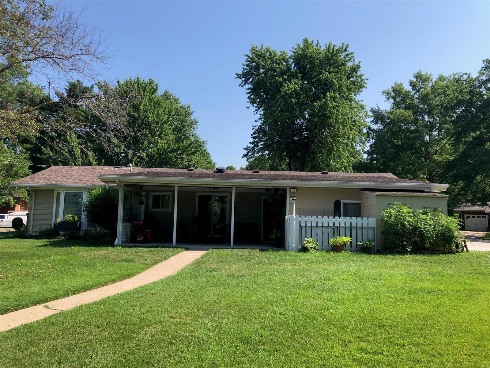 502 Dolphin Drive E Property Photo - Highland, IL real estate listing