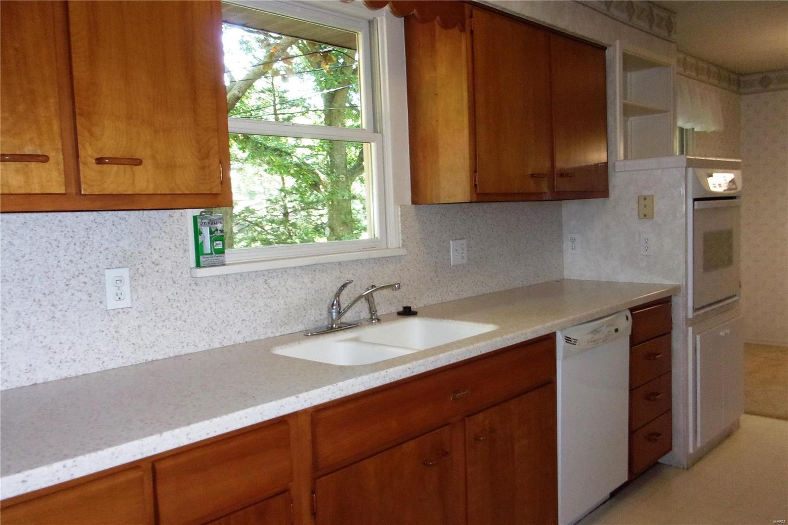 2100 Salmon Drive Property Photo - Highland, IL real estate listing