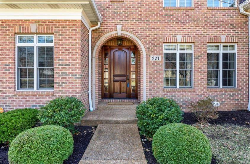 301 N Forsyth Boulevard Property Photo