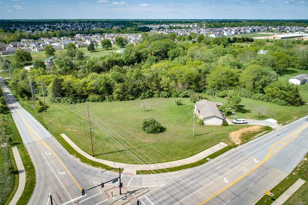 2416 W Meyer Road Property Photo - Wentzville, MO real estate listing