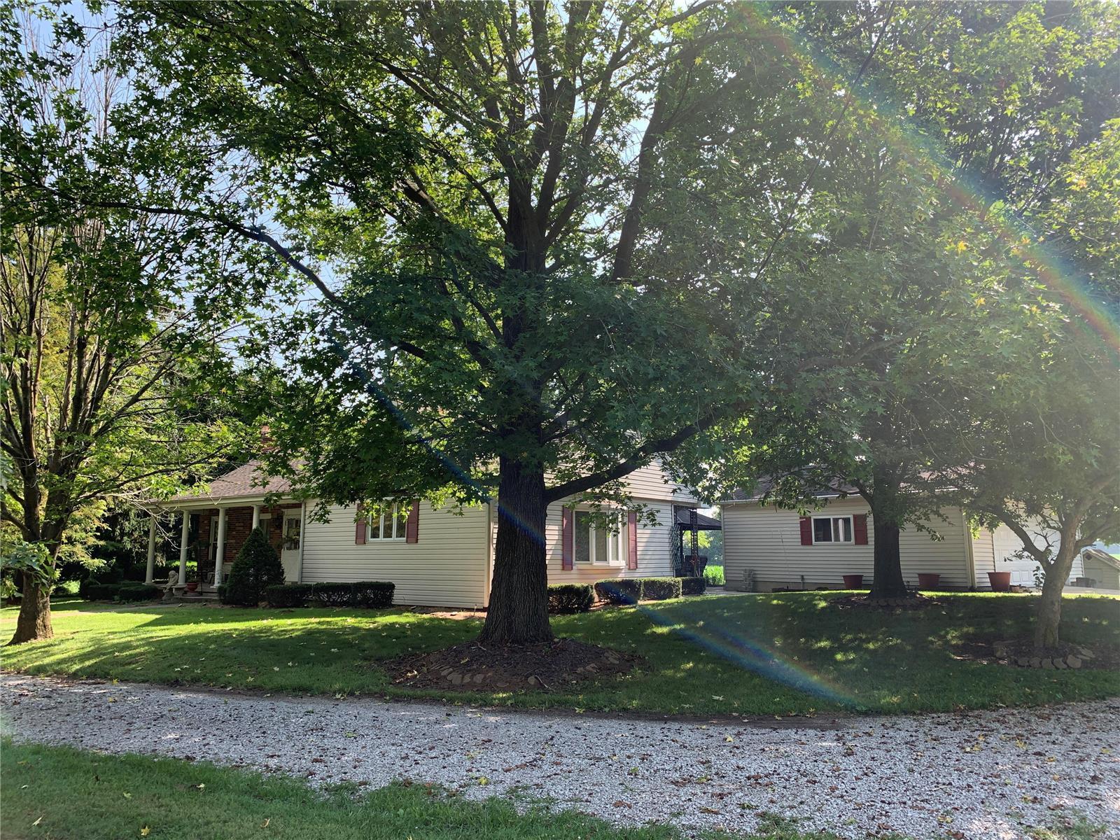 1084 N 150 Property Photo - Vandalia, IL real estate listing