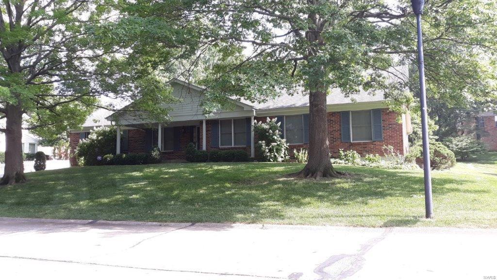 514 Meadow Creek Lane Property Photo - Warson Woods, MO real estate listing
