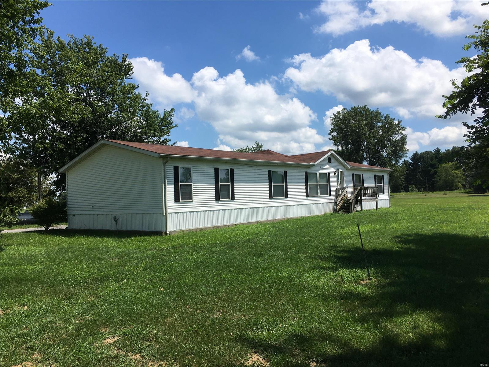 623 SEQUOIA Avenue Property Photo - Royal Lakes, IL real estate listing