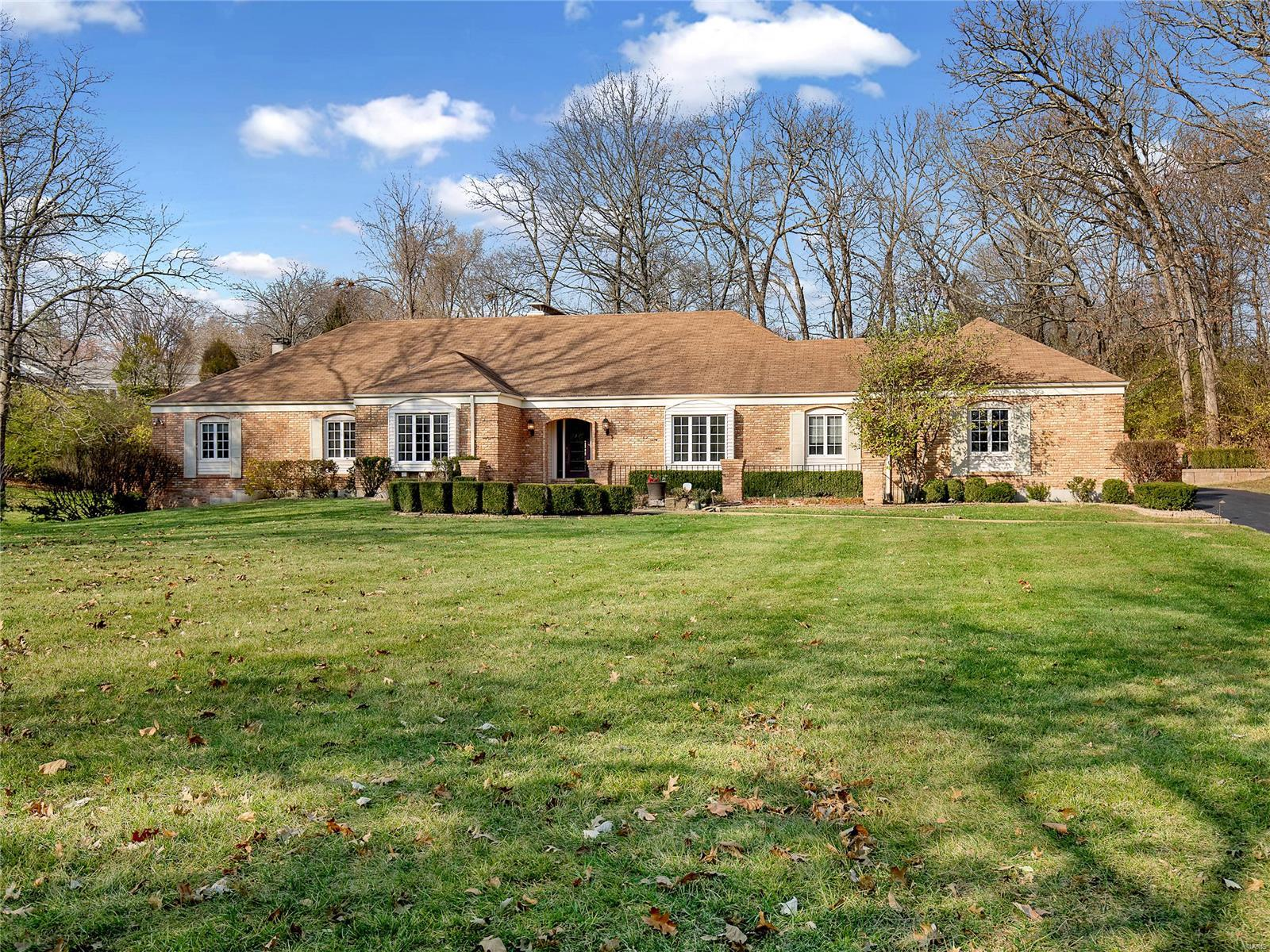 241 S Graeser Property Photo - Creve Coeur, MO real estate listing