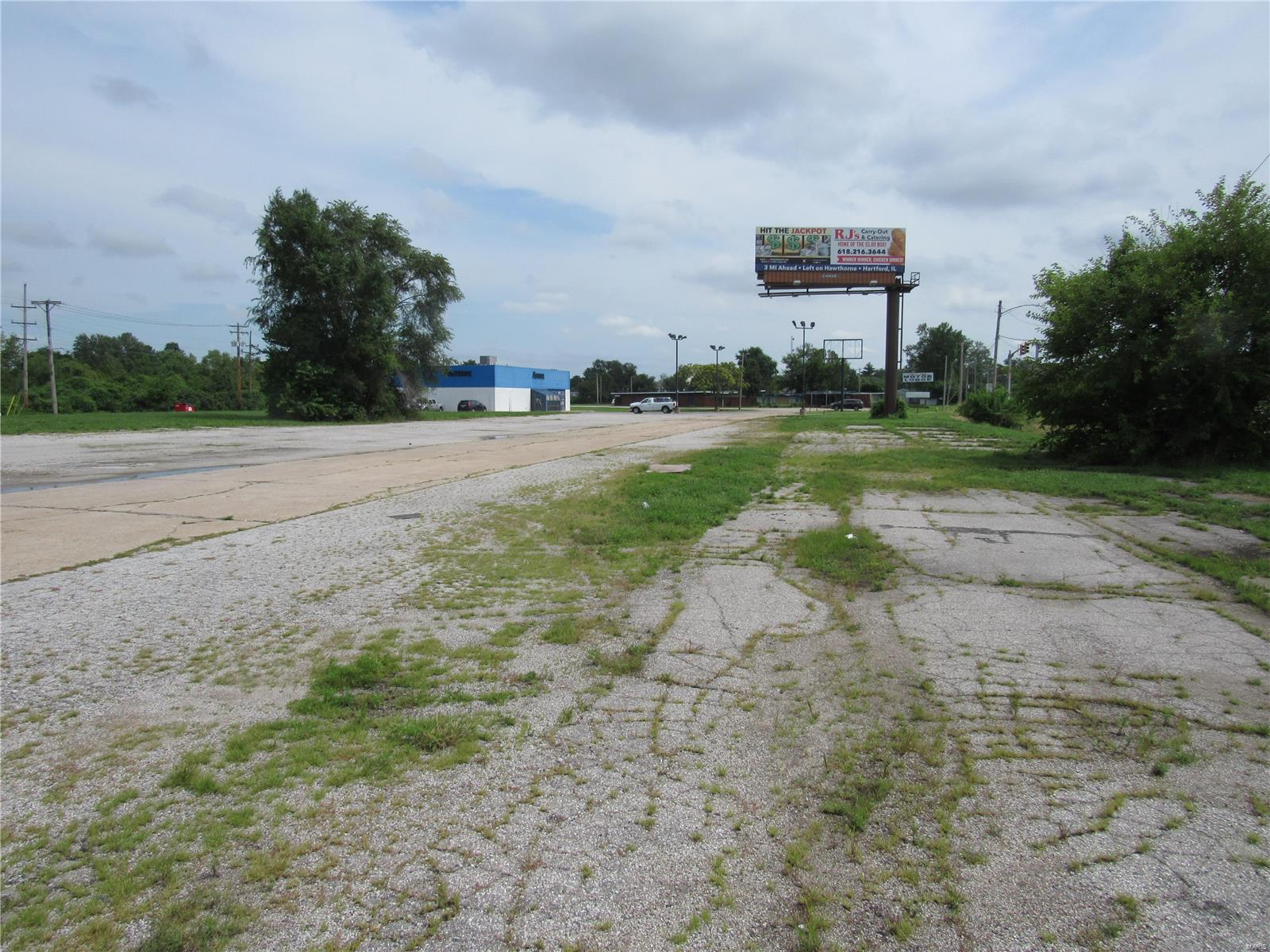 560 Lewis and Clark Boulevard Property Photo